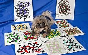 рисует собака