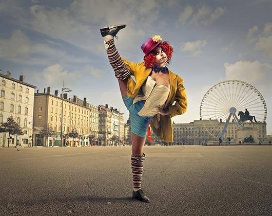 уличная клоунша